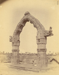 General view of the Dol-Mandapa, Puri